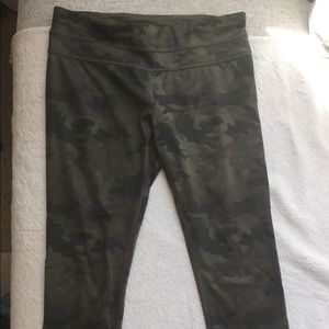 Lululemon camo 3/4 leggings